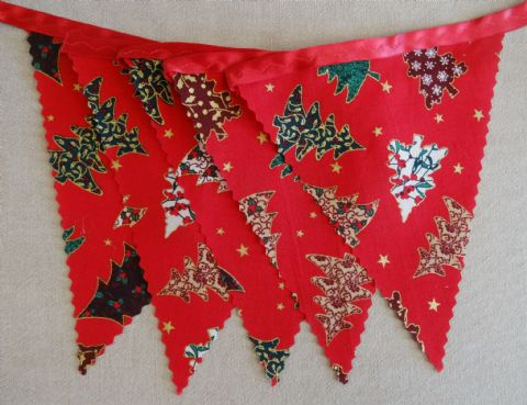 CHRISTMAS BUNTING - Trees - All Red on Red Ribbon - 3m/10ft - 14 flags (single-sided)